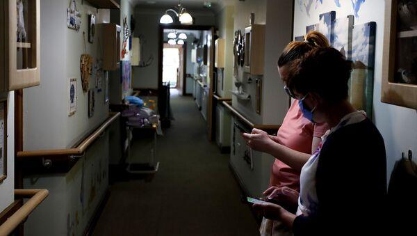 UK care home amid COVID-19 pandemic - Sputnik International
