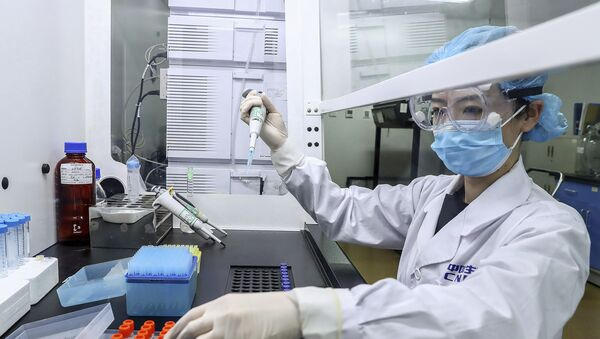 In this 11 April 2020 photo released by Xinhua News Agency, a staff member tests samples of a potential COVID-19 vaccine at a SinoPharm production plant in Beijing. - Sputnik International