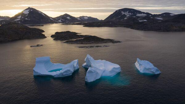 In this Aug. 16, 2019 file photo, icebergs float away as the sun rises near Kulusuk, Greenland - Sputnik International