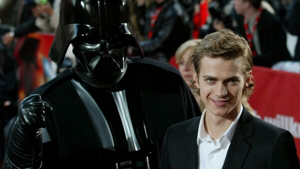 Actor Hayden Christensen poses next to a film character in front of a cinema at the Potsdamer Platz square in Berlin on Tuesday, May 17, 2005 - Sputnik International