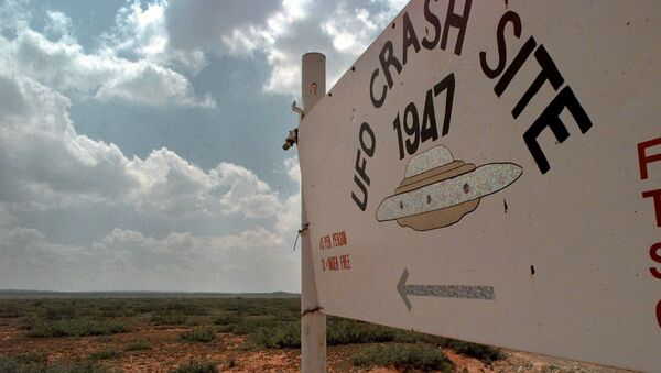 A sign directs travelers to the start of the 1947 UFO Crash Site Tours in Roswell, N.M., Tuesday, June 10, 1997. In Roswell, locals don't argue anymore about whether a space ship crashed nearby. They argue about whose ranch it landed on. - Sputnik International