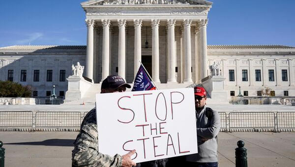 Supporters of U.S. President Donald Trump stand in front of the Supreme Court as the court reviews a lawsuit filed by Texas seeking to undo President-elect Joe Biden's election victory in Washington, U.S., December 11, 2020. - Sputnik International