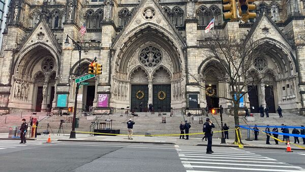 Police are seen outside of the Cathedral of St. John the Divine in New York on December 13, 2020, after a shooter opened fire outside the church before police returned fire and took the man into custody. - Sputnik International