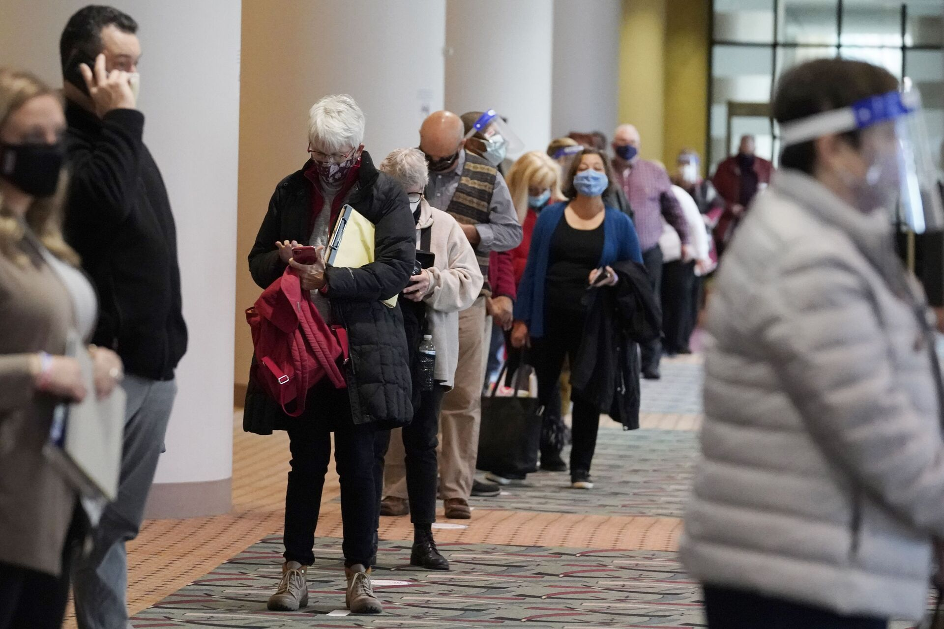 FILE - In this Nov. 20, 2020, file photo, people line up for a Milwaukee hand recount of the presidential election at the Wisconsin Center, in Milwaukee - Sputnik International, 1920, 14.10.2021