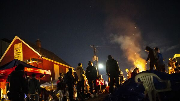 Protesters plan their next action while standing around a fire near the Red House on Mississippi Street on December 9, 2020 in Portland, Oregon - Sputnik International