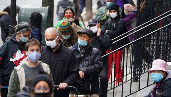 People wait in line at the St. Clements Food Pantry for food during the coronavirus disease (COVID-19) pandemic in the Manhattan borough of New York City, New York, U.S., December 11, 2020. - Sputnik International
