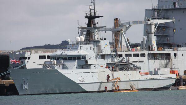 A Royal Navy River Class patrol boat - Sputnik International