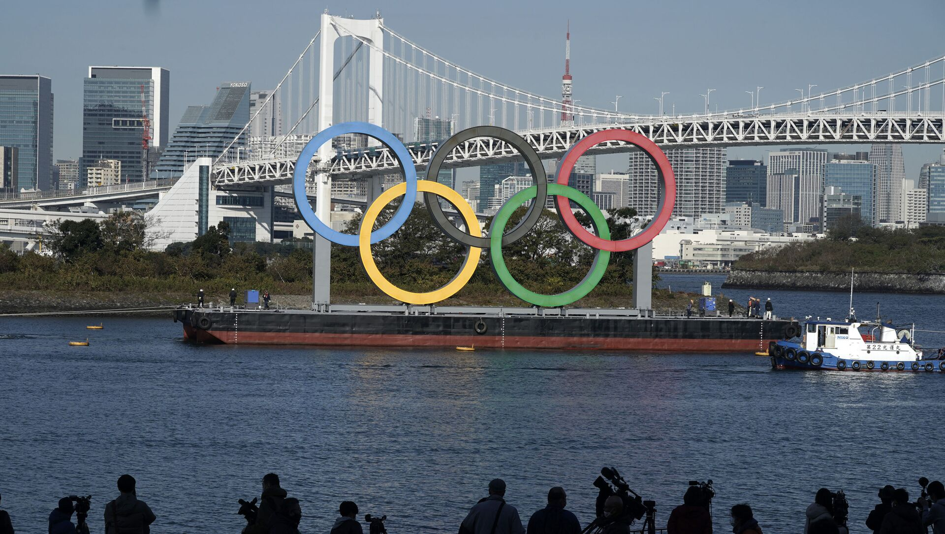 The Olympic Symbol is reinstalled after it was taken down for maintenance ahead of the postponed Tokyo 2020 Olympics in the Odaiba section Tuesday, Dec. 1, 2020, in Tokyo. - Sputnik International, 1920, 30.07.2021