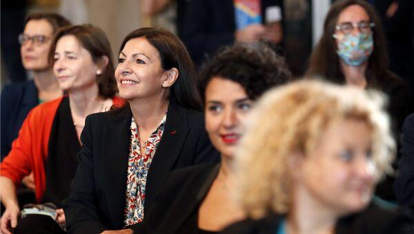 Paris mayor Anne Hidalgo, center left, attends the Paris council meeting, in Paris Thursday, July 3, 2020. The Paris council meeting elected Hidalgo officially after she won the Paris 2020 mayoral elections last weekend. - Sputnik International