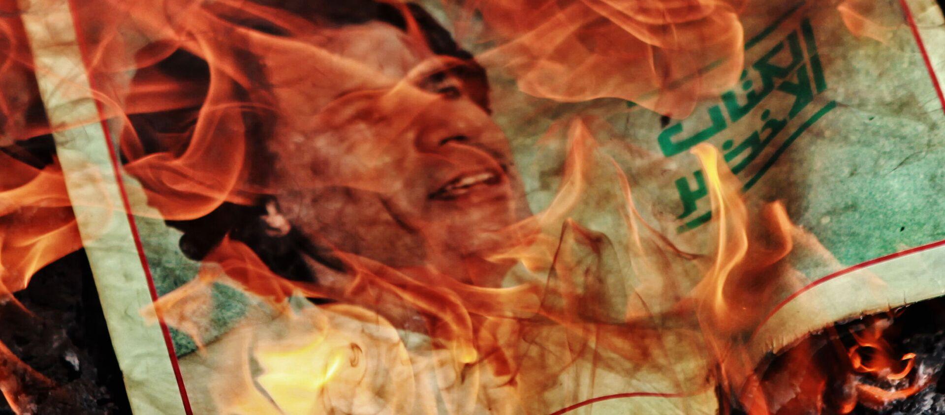 Portrait of Muammar Gaddafi on fire - Sputnik International, 1920, 15.02.2021