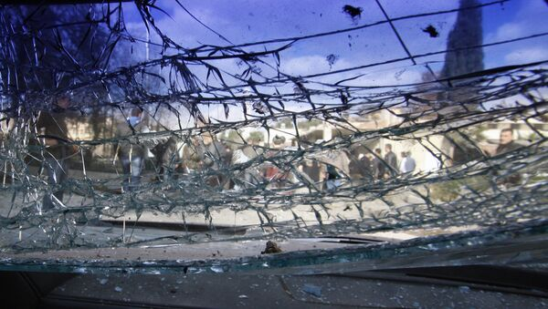 A cracked windshield is seen at the site of a suicide bombing in Damascus, Syria, Friday, Dec. 23, 2011. - Sputnik International
