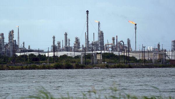 A refinery is seen along the water, Wednesday, Aug. 26, 2020, in Port Arthur, Texas. - Sputnik International