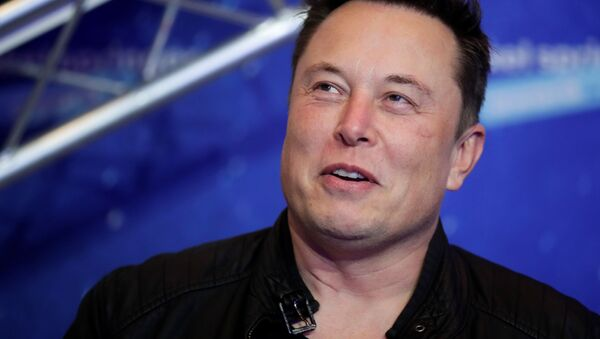 SpaceX owner and Tesla CEO Elon Musk looks on after arriving on the red carpet for the Axel Springer award, in Berlin, Germany, December 1, 2020 - Sputnik International