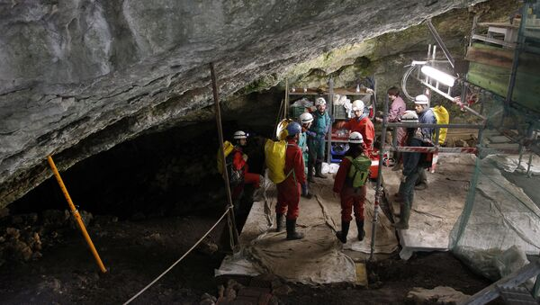 Workers carrying out an excavation at the Atapuerca archaeological site, participating in the '2010 season' of digging, prepare to go down to the Sima de los Huesos on July 21, 2010. The sites in this area were found during excavation of railway cuttings - Sputnik International