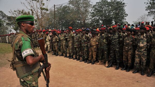 A Rwanda's soldier of the Misca stands guard as members of the Central African Armed Forces (FACA) listen to interim president Catherine Samba Panza's speech on February 5, 2014, in Bangui during a military ceremony - Sputnik International