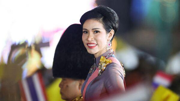 Thailand's Royal Noble Consort Sineenat Wongvajirapakdi attends a candlelight vigil to remember the birthday of Thailand's late King Bhumibol Adulyadej, outside the Grand Palace in Bangkok, Thailand, 5 December 2020 - Sputnik International