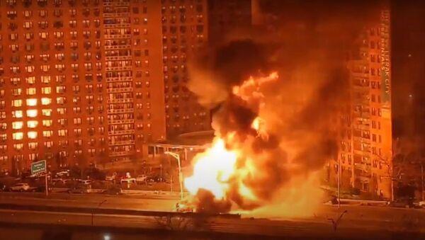 Huge Fire as propane-laden Truck Overturns in New York - Sputnik International
