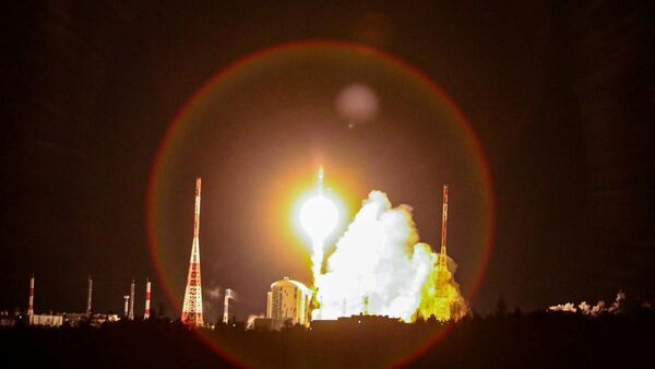 A Soyuz-2.1b rocket booster carrying the satellites of British firm OneWeb blasts off from a launch pad at the Vostochny Cosmodrome in Amur Region, Russia December 18, 2020. - Sputnik International