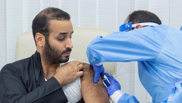 Saudi Crown Prince Mohammed bin Salman gets a dose of a coronavirus disease (COVID-19) vaccine in Riyadh, Saudi Arabia, December 25, 2020. - Sputnik International