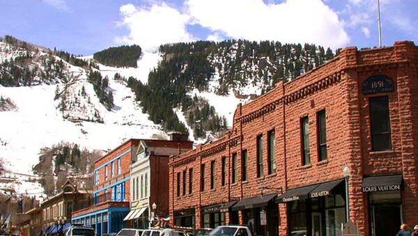 View of downtown Aspen, Colorado, showing Aspen Mountain in the background. April 27, 2005. - Sputnik International
