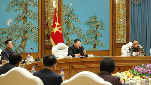 Workers Party of Korea chairman Kim Jong Un speaks at a meeting of the Political Bureau of the party's Central Committee on December 29, 2020 - Sputnik International