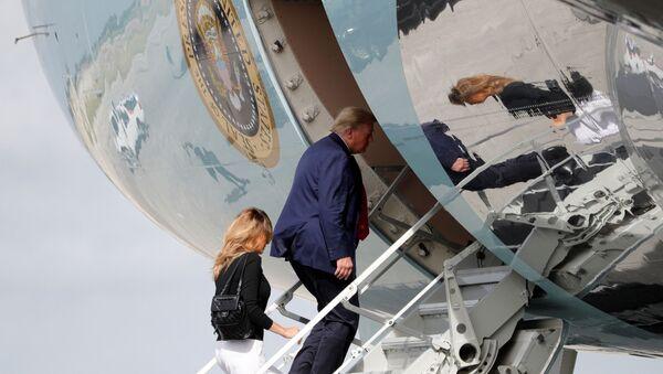 U.S. President Donald Trump boards Air Force One with first lady Melania Trump at Palm Beach International Airport in Florida, U.S., December 31, 2020  - Sputnik International