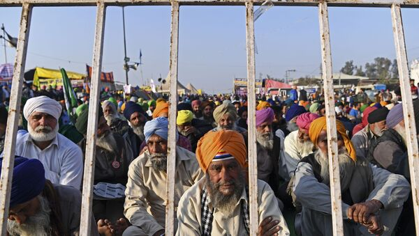 Farmers take part in a demonstration against the central government's recent agricultural reforms while blocking a highway at the Delhi-Haryana state border in Singhu on December 29, 2020. - Sputnik International