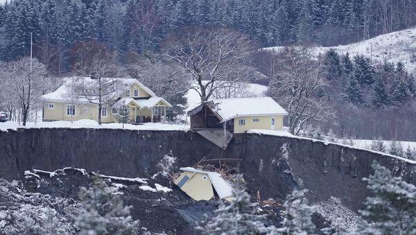 A view of destroyed homes after yesterday's landslide in Ask - Sputnik International