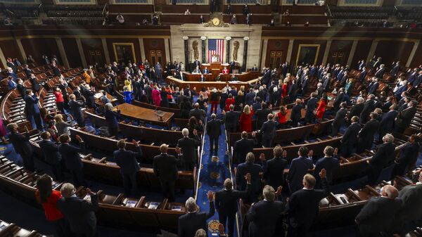 House Speaker Nancy Pelosi administers the oath of office to members of the 117th Congress at the US Capitol in Washington, 3 January 2021. - Sputnik International