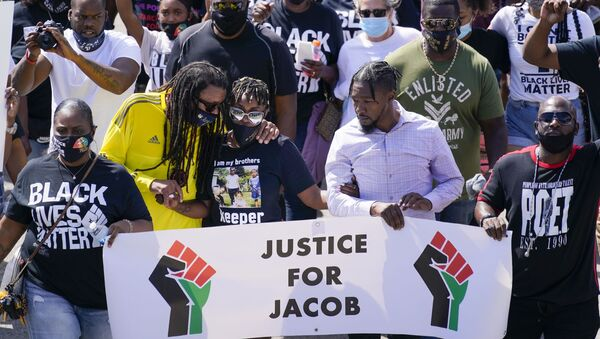 Jacob Blake's sister Letetra Widman and uncle Justin Blake march at a rally for Jacob Blake Saturday, Aug. 29, 2020, in Kenosha, Wis - Sputnik International