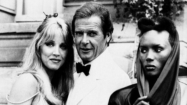 Tanya Roberts, pictured with Roger Moore and Grace Jones - Sputnik International