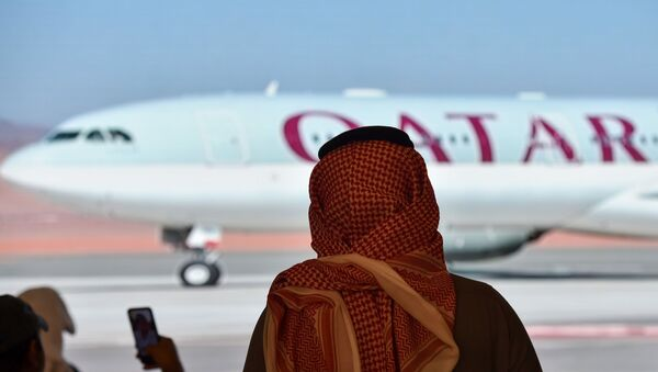Journalists watch the arrival of the Qatar envoy ahead of the 41st Gulf Cooperation Council (GCC) summit in the city of al-Ula in northwestern Saudi Arabia on January 5, 2021. - Saudi Arabia will reopen its borders and airspace to Qatar, US and Kuwaiti officials said, a major step towards ending a diplomatic rift that has seen Riyadh lead an alliance isolating Doha. The bombshell announcement came on the eve of GCC annual summit in the northwestern Saudi Arabian city of Al-Ula, where the dispute was already set to top the agenda.  - Sputnik International