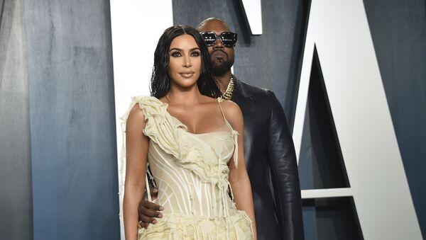 Kim Kardashian, left, and Kanye West arrive at the Vanity Fair Oscar Party on Sunday, Feb. 9, 2020, in Beverly Hills, Calif. - Sputnik International