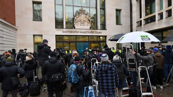 Members of the media and supporters of Wikileaks founder Julian Assange, gather outside Westminster Magistrates court in London for the bail hearing of Assange on January 6, 2021. - Sputnik International