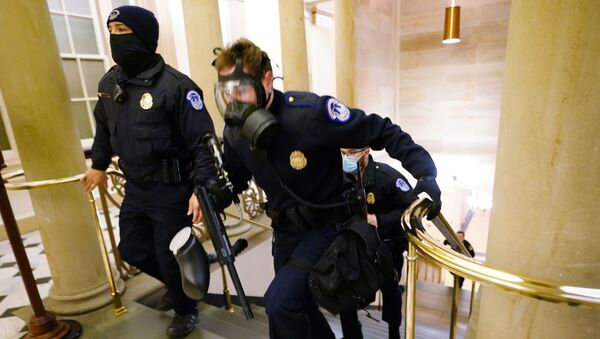 U.S. Capitol police officers take positions as protestors enter the Capitol building during a joint session of Congress to certify the 2020 election results on Capitol Hill in Washington, U.S., January 6, 2021. - Sputnik International