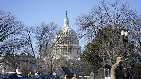 Workers install no-scale fencing around the U.S. Capitol in Washington, Thursday, Jan. 7, 2021.  - Sputnik International