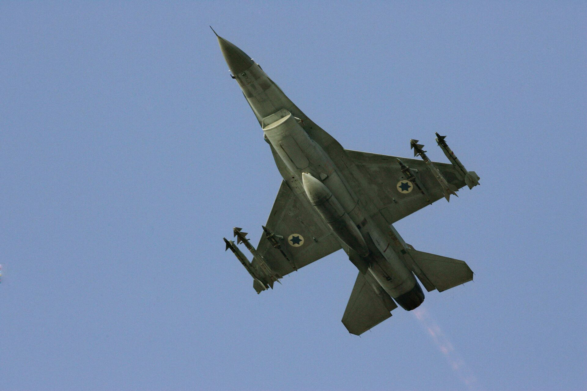 In this Sunday, July 16, 2006 file photo, an Israeli F-16 warplane takes off to a mission in Lebanon from an air force base in northern Israel. - Sputnik International, 1920, 07.09.2021