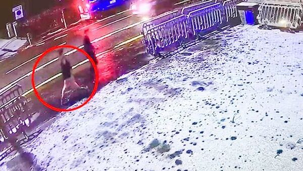Libby Squire (circled) is pictured on the night she went missing in the winter of 2019 - Sputnik International