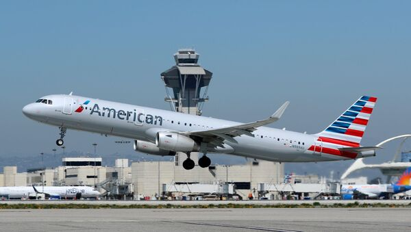 An American Airlines Airbus A321 plane takes off from Los Angeles International airport - Sputnik International