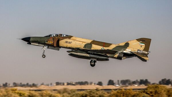 A handout picture made available by the Iranian Army office on November 2, 2020 shows an Islamic Republic of Iran Air Force F-4E Phantom II fighter-bomber aircraft flying during an aerial exercise in Isfahan in central Iran - Sputnik International