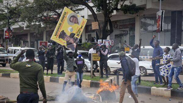Supporters of Bobi Wine protest in Uganda - Sputnik International