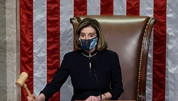 U.S. House Speaker Nancy Pelosi (D-CA) presides over the vote to impeach President Donald Trump for a second time - Sputnik International