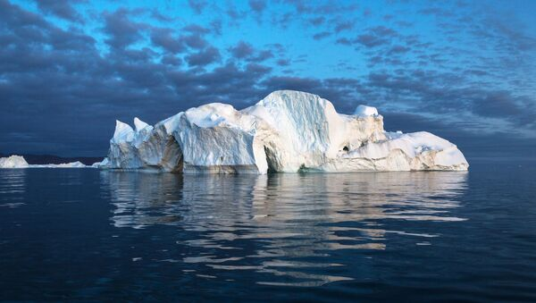 Iceberg in the waters of Greenland - Sputnik International