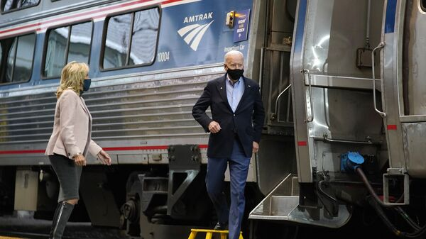 Democratic presidential candidate former Vice President Joe Biden and Jill Biden, arrive to speak at Amtrak's Pittsburgh Train Station, Wednesday, Sept. 30, 2020, in Pittsburgh - Sputnik International