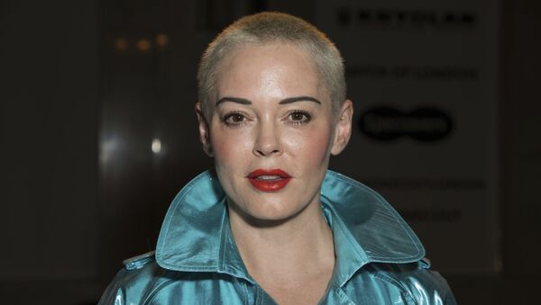 Actress Rose McGowan poses for photographers prior to the Pam Hogg Spring/Summer 2019 runway show at London Fashion Week in London, Friday, Sept. 14, 2018 - Sputnik International