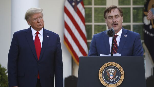 My Pillow CEO Mike Lindell speaks as President Donald Trump listens during a briefing about the coronavirus in the Rose Garden of the White House, Monday, March 30, 2020, in Washington - Sputnik International