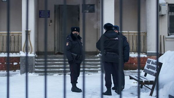 Police officers stand outside a police station where detained Russian opposition leader Alexei Navalny is being held, in Khimki outside Moscow, Russia January 18, 2021 - Sputnik International