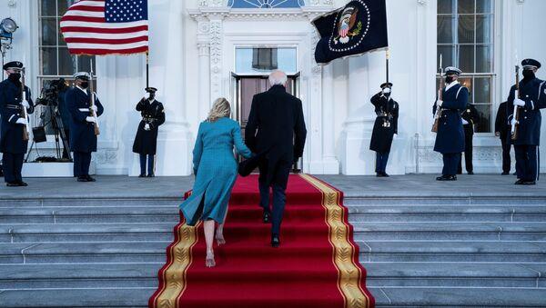 U.S. President Joe Biden and first lady Jill Biden arrive at the North Portico of the White House in Washington, DC, U.S. January 20, 2021.  - Sputnik International