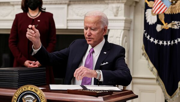 U.S. President Joe Biden signs an executive order as part of his administration's plans to fight the coronavirus disease (COVID-19) pandemic during a COVID-19 response event as Vice President Kamala Harris stands by at the White House in Washington, U.S., January 21, 2021. - Sputnik International