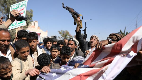 Houthi supporters shatter the U.S. flag during a demonstration outside the U.S. embassy against the United States over its decision to designate the Houthis a foreign terrorist organisation, in Sanaa, Yemen January 18, 2021. - Sputnik International